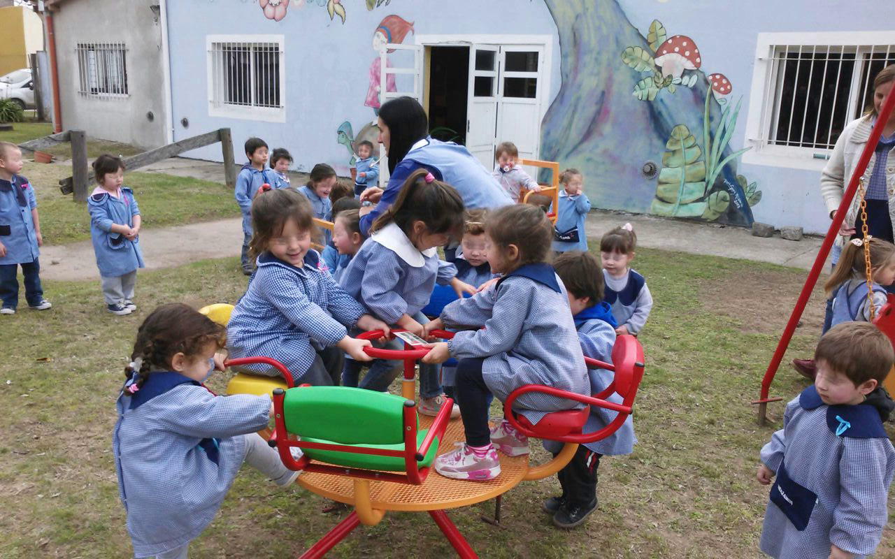Donación de juegos al Jardín de Infantes Nº 904 – Club de ...